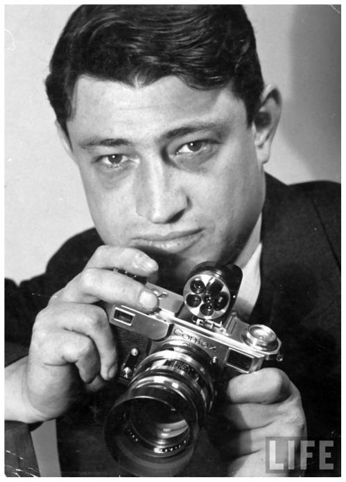 carl-mydans-w-camera-in-hand_bernard-hoffman-1937